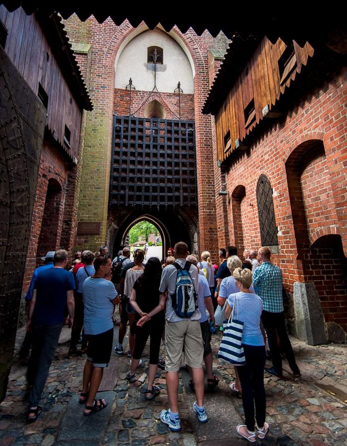 Marienburg, Polen, Eingang mit Falltor