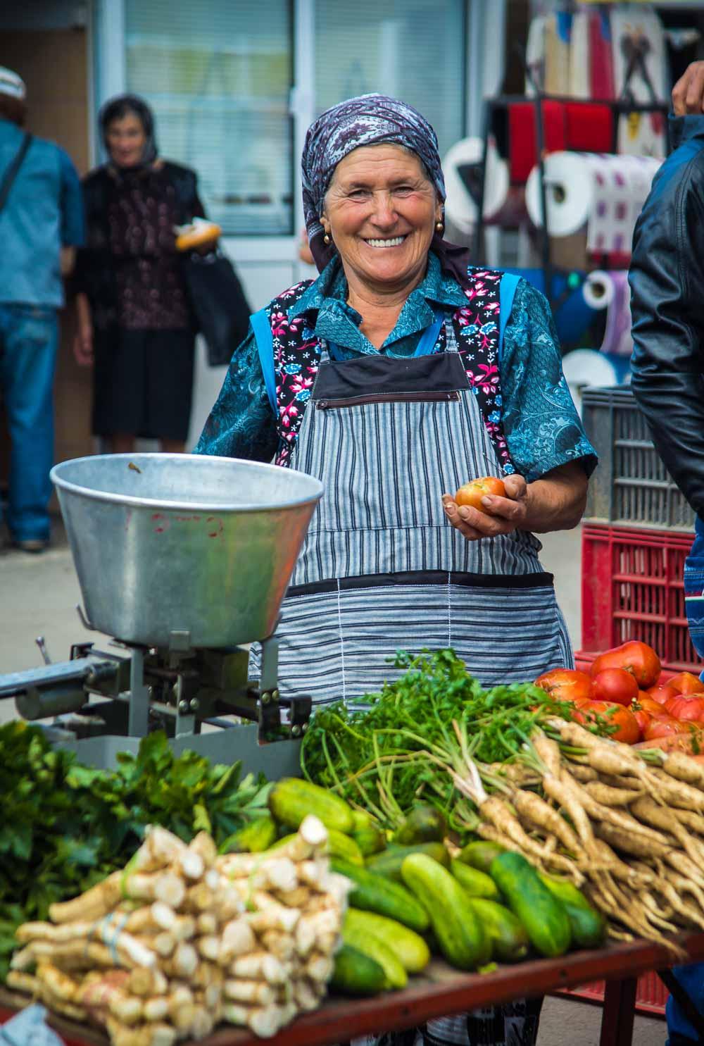 Marktfrau in Hermannstadt, Rumänien