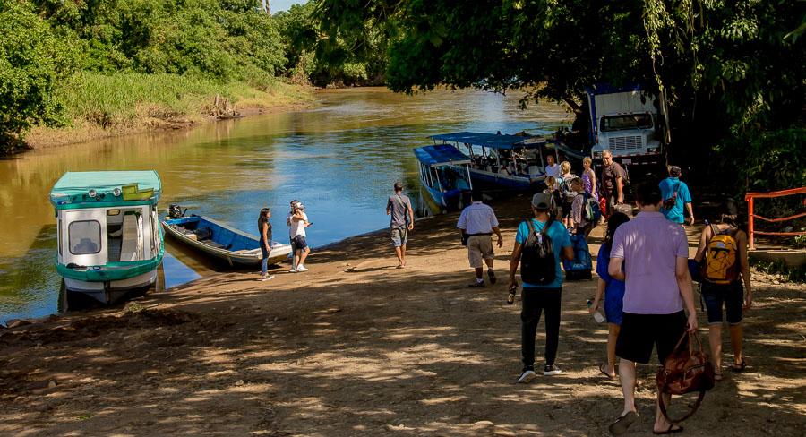 Der kleine Bootsanleger am Fluss