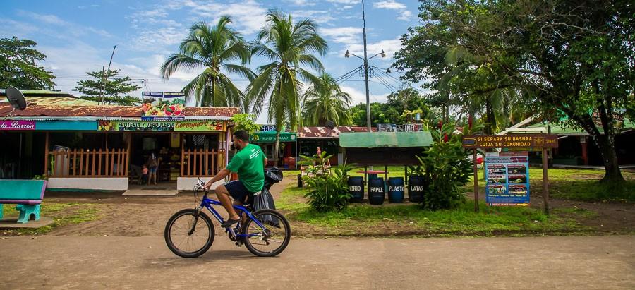 Downtown Tortuguero, Fahrradfahrer